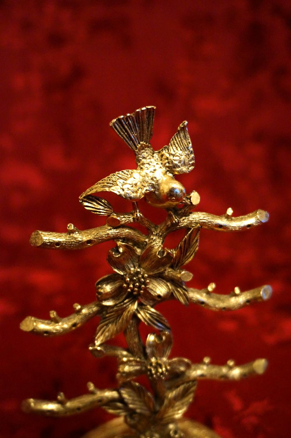 マトソン製 ゴールド 小鳥とハナミズキ ピアススタンド 上部