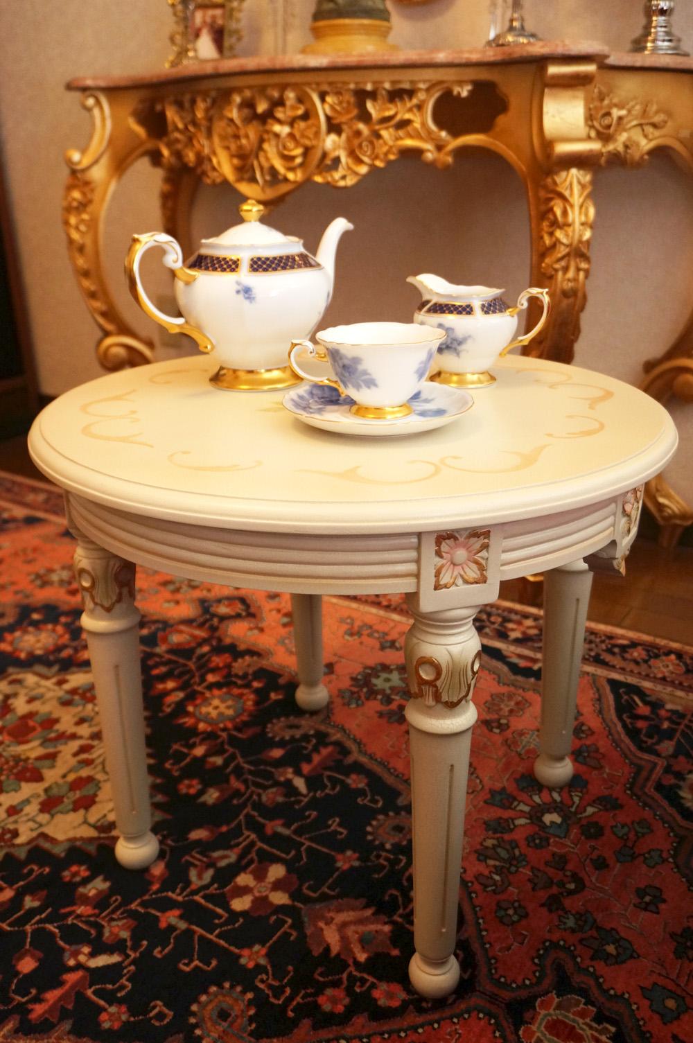 イギリス製 ホワイトローズ サイドテーブル シーン