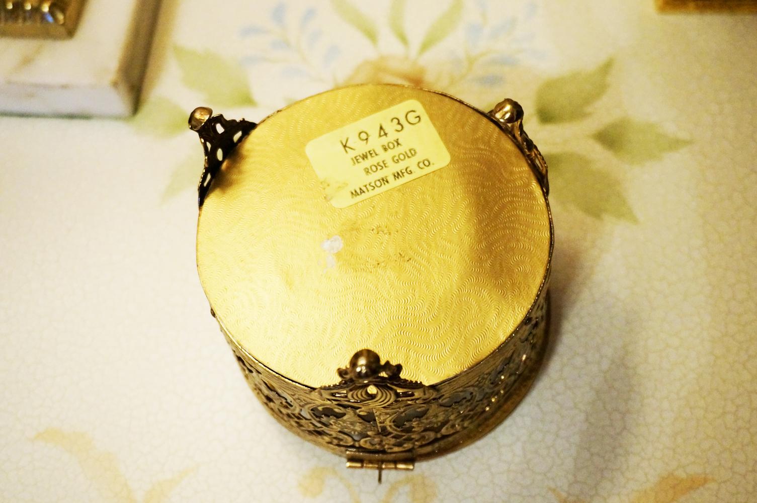 Sold: マトソン製 ゴールド ローズブーケ ジュエリーボックス 裏側