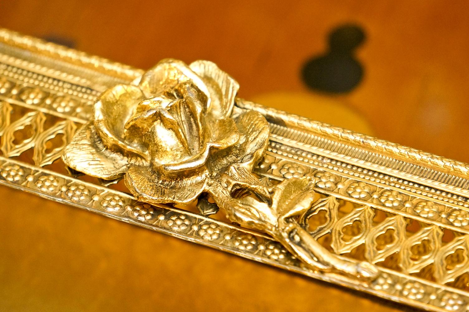 Sold: スタイルビルト製 ゴールド ローズ ティッシュボックス 拡大