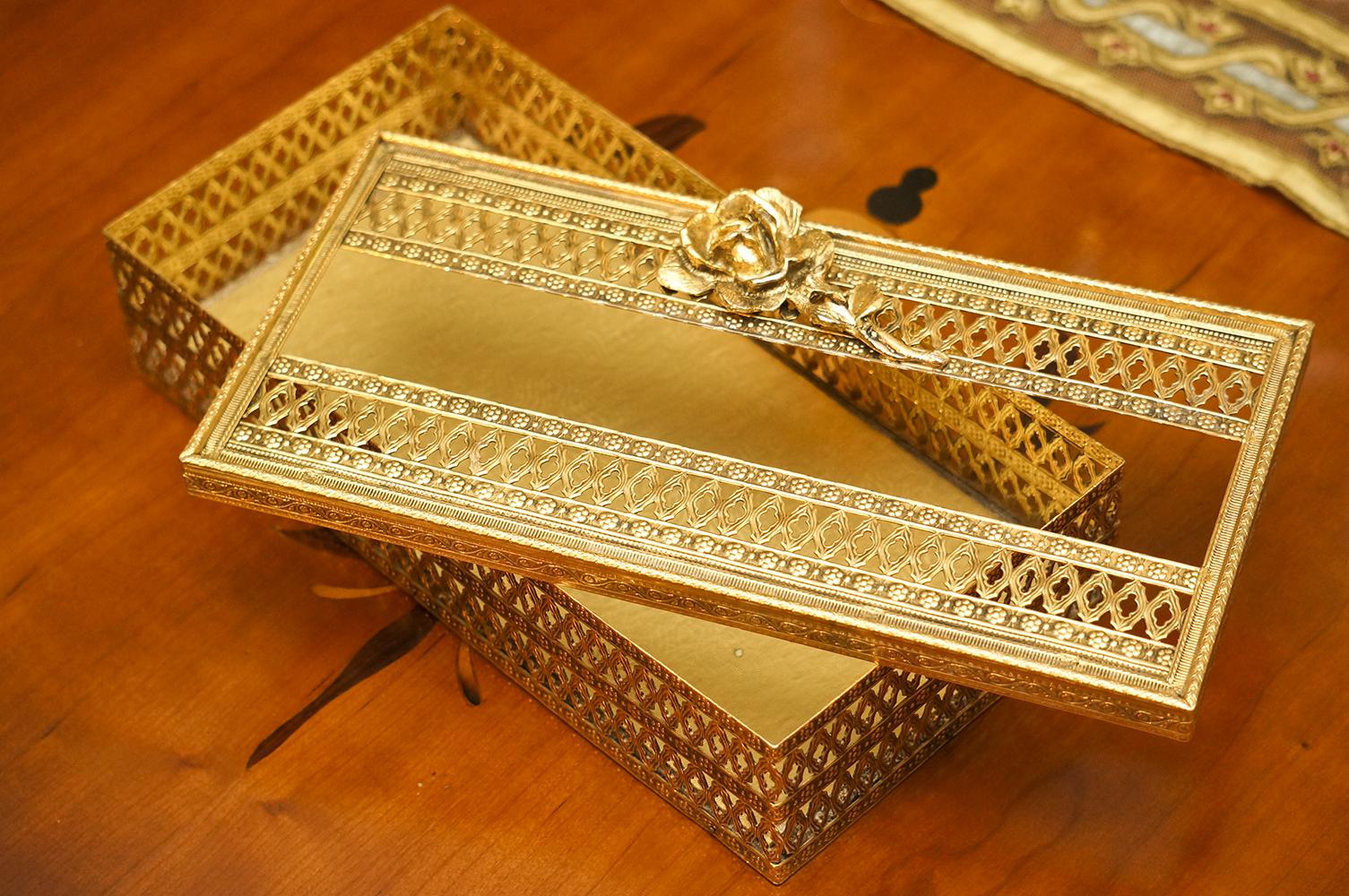 Sold: スタイルビルト製 ゴールド ローズ ティッシュボックス 開けた状態