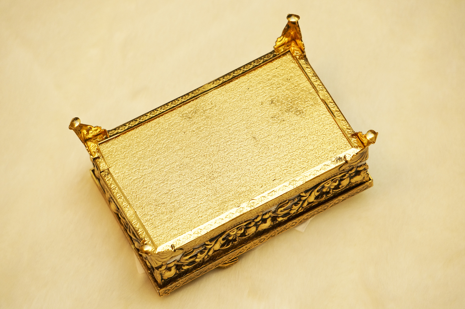 スタイルビルト製 ゴールド ミニ ロープ ティッシュボックス 裏側