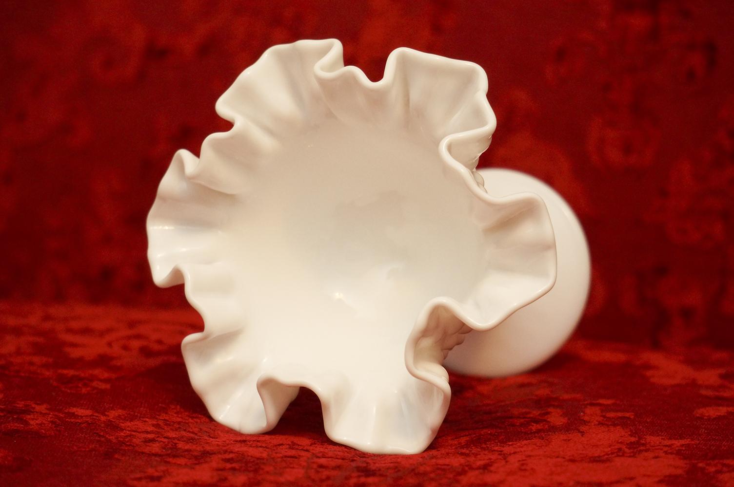 フェントン製 ホワイト ホブネイル ガラス キャンディー入れ 上部