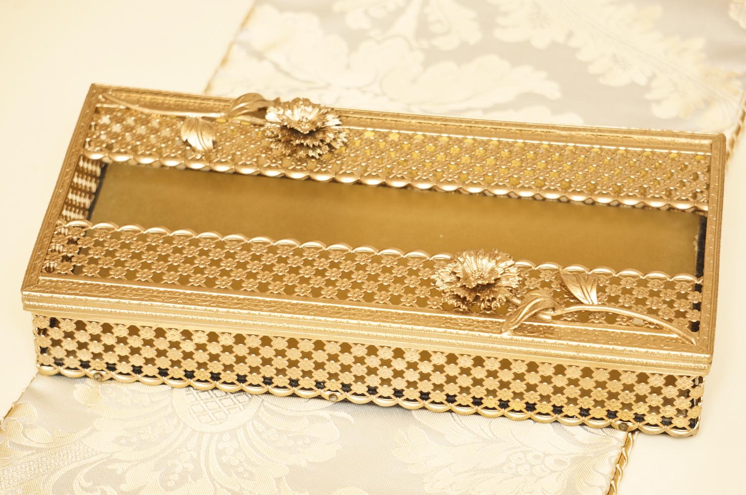 Sold:グローブ製 ゴールド カーネーション ティッシュボックス