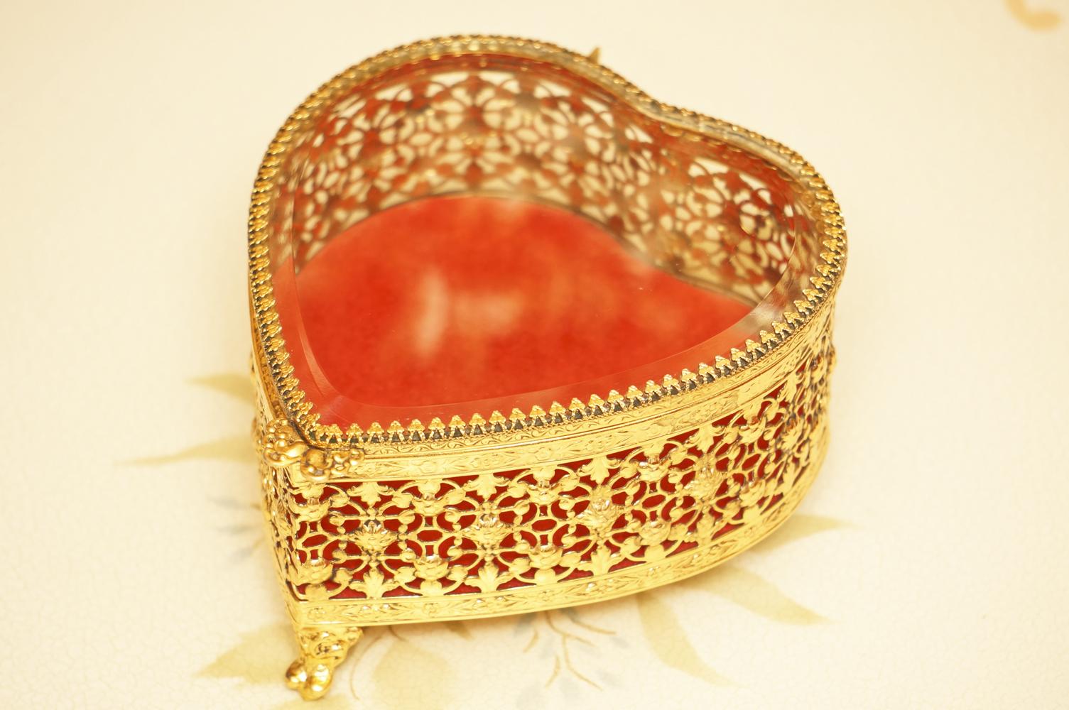 Sold:グローブ製 ゴールド ハート ジュエリーボックス