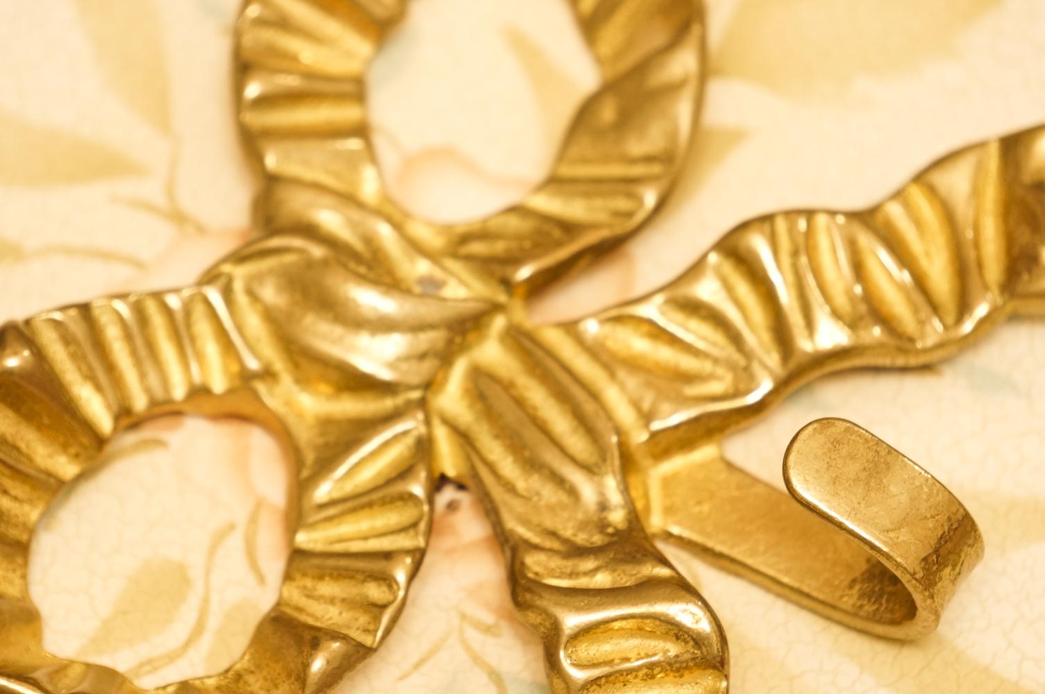 真鍮製 ゴールド リボン フック 拡大