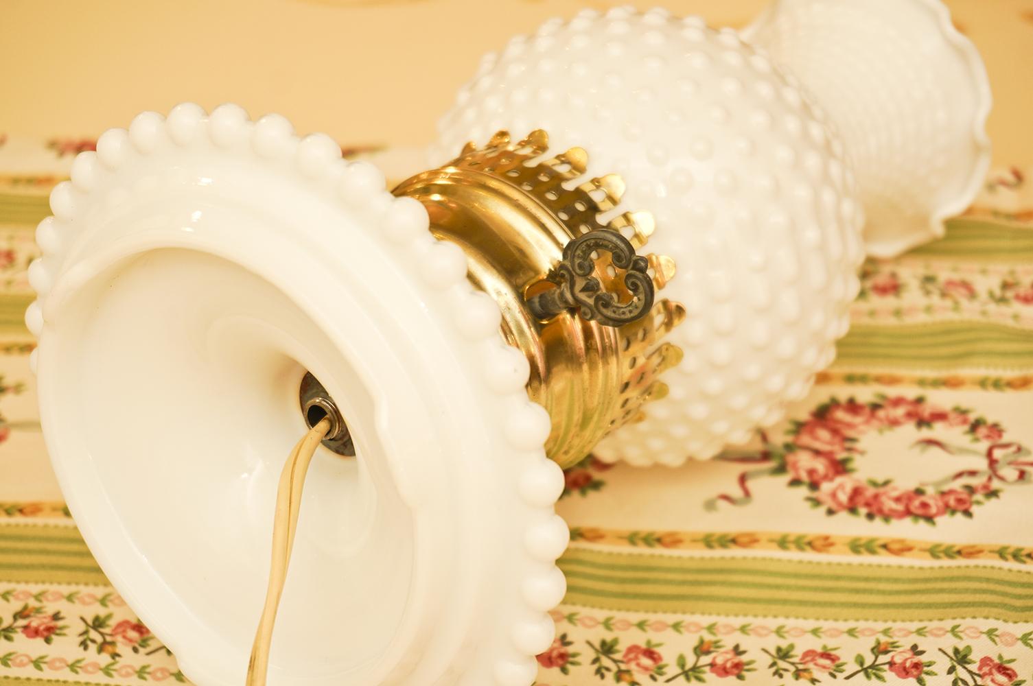 フェントン製 ホブネイルミルクグラス テーブルランプ 裏側