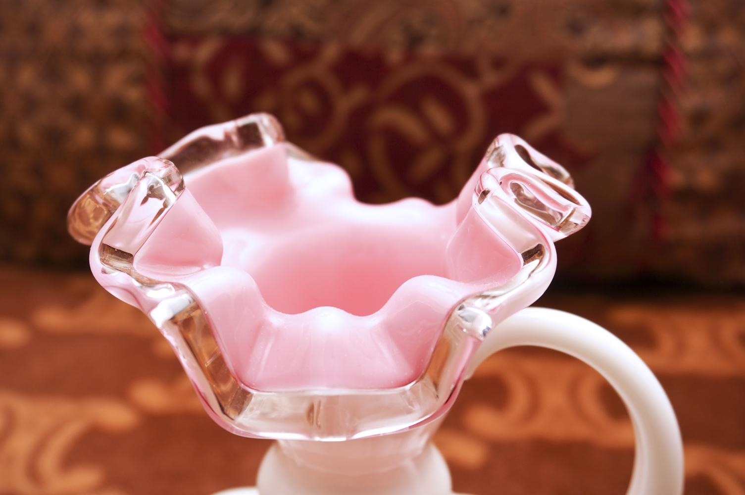フェントン製 ピンク ミルクガラス 花瓶 拡大