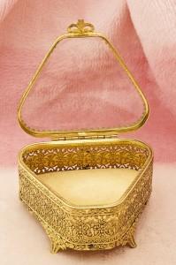 グローブ製 ゴールド 天使 トライアングル型 ジュエリーボックス 開けた状態