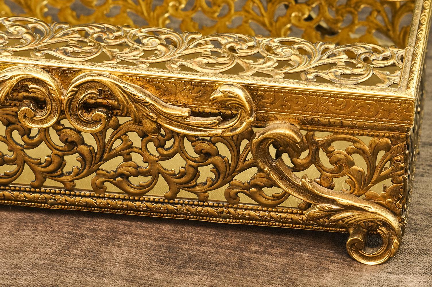 スタイルビルト製 ゴールド クラシカルリーフ ティッシュボックス 拡大
