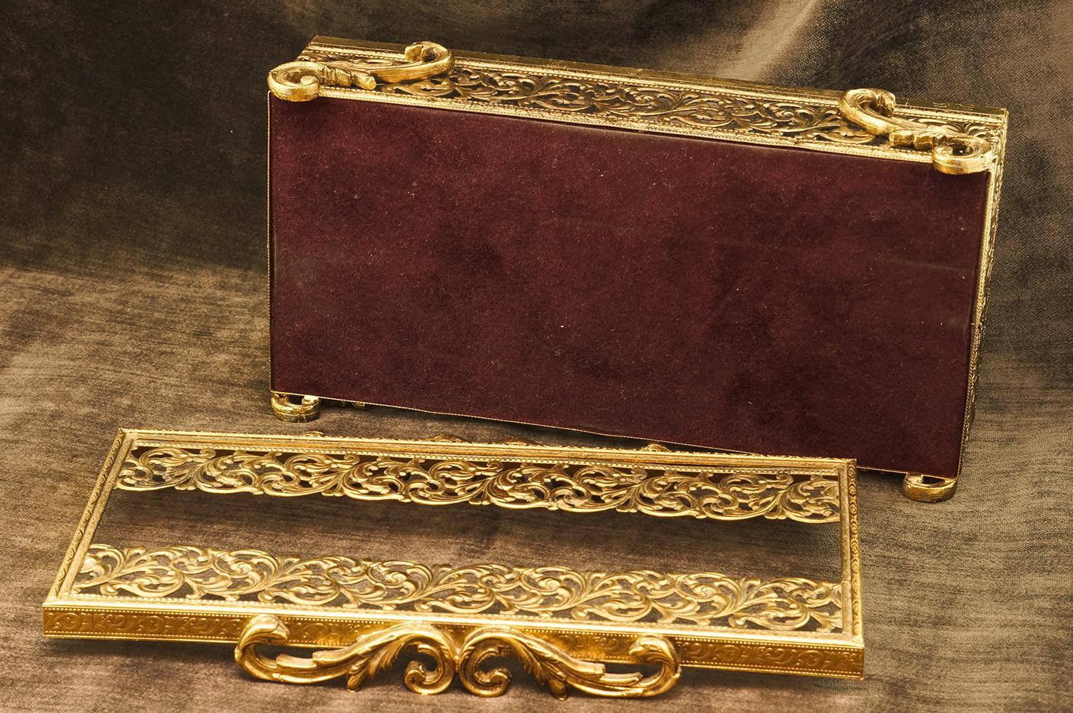 スタイルビルト製 ゴールド クラシカルリーフ ティッシュボックス 裏側