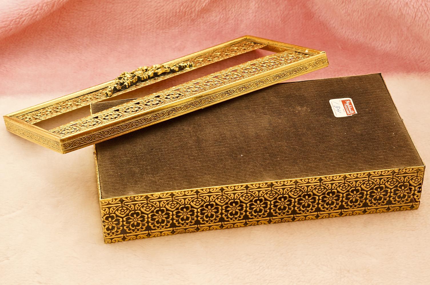 スタイルビルト製 ゴールド フラワーリボン ティッシュボックス 裏側
