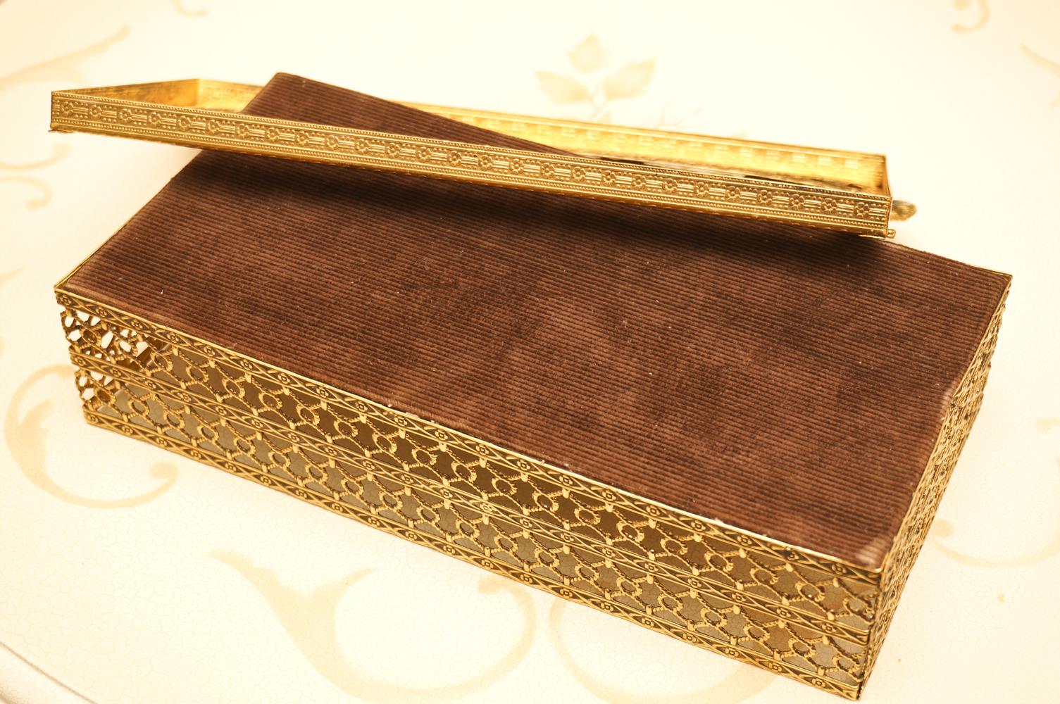 スタイルビルト製 ゴールド リボン ティッシュボックス 裏側