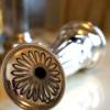 William Hutton製 スターリングシルバー リボンモチーフ 花瓶 裏側