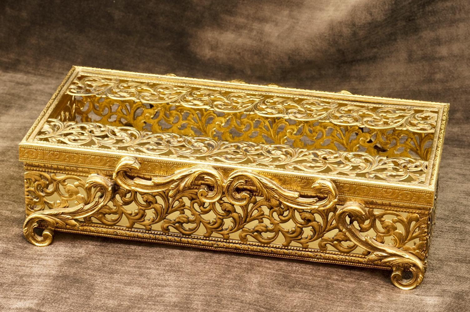 Sold:スタイルビルト製 ゴールド クラシカルリーフ ティッシュボックス